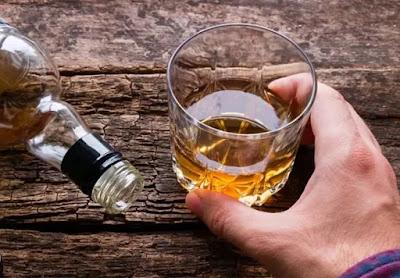 Tại sao những người có tri thức lại thường hay uống rượu