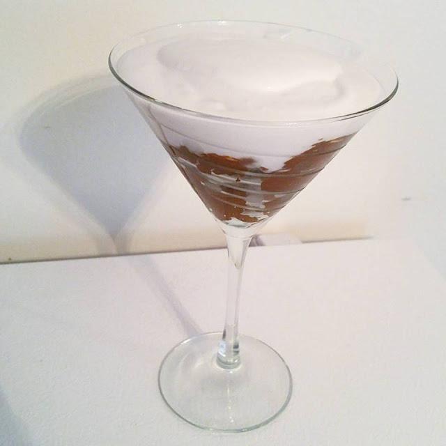 Recette #Paleo: Mousse au chocolat avocat et crème fouettée au lait de coco