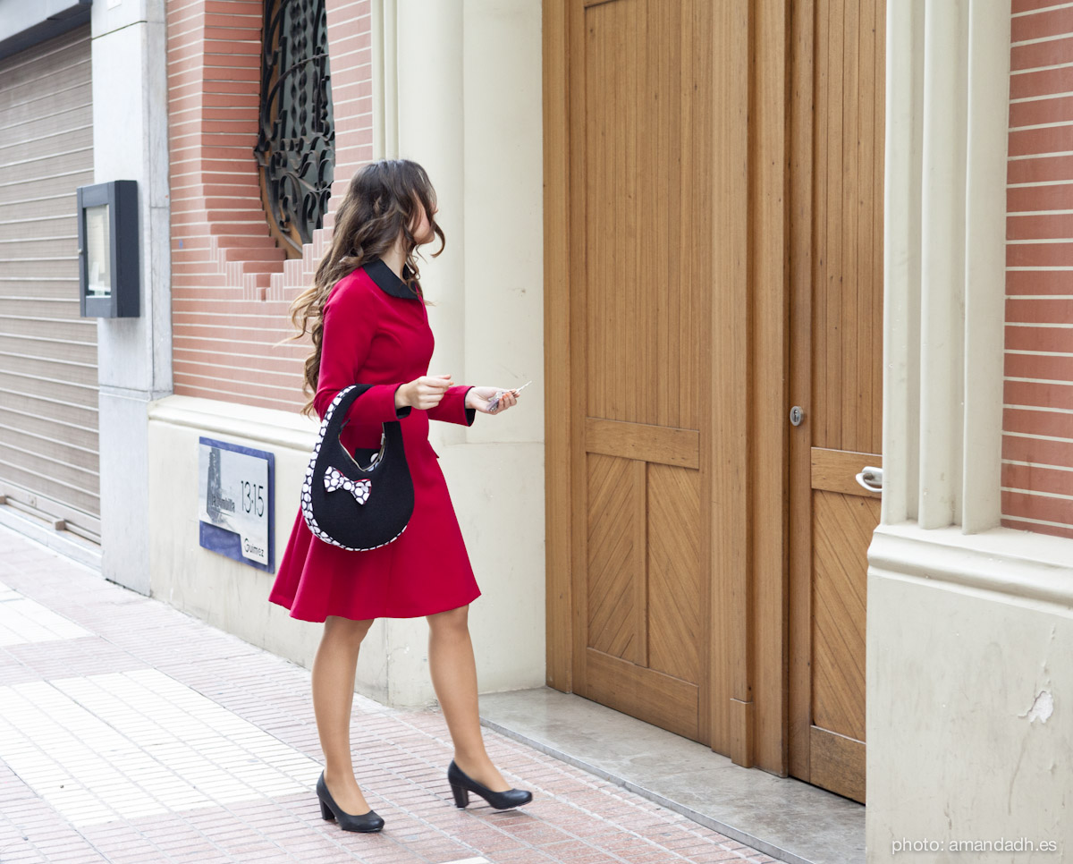 Senorita Martita FALL-WINTER street style by Amanda Dreamhunter - Red dress and black wool bag