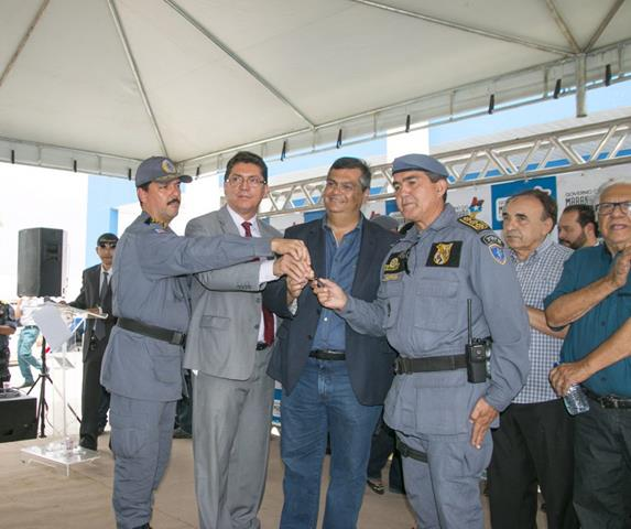 Flávio Dino, Jefferson Portela, coronel Jorge Luongo e comandante Markus Lima na solenidade de entrega de 12 viaturas para a região