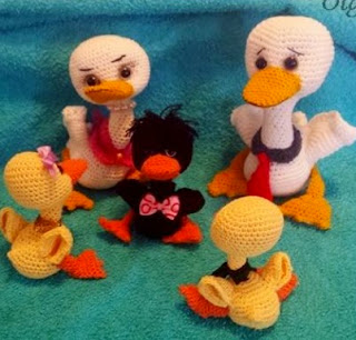 https://olgaamigurumis.files.wordpress.com/2015/01/familia-pato-pato.pdf