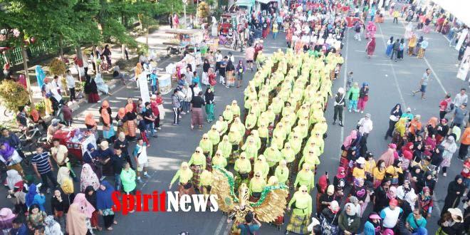 Kapendam XIV/Hsn, Persit KCK Hasanuddin Meriahkan Festifal Sarung Sulsel 2019