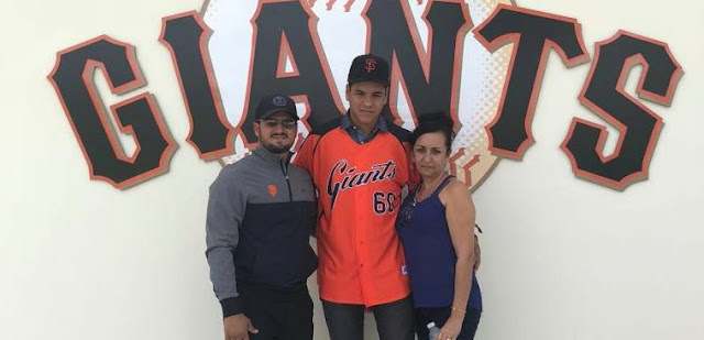 El lanzador Julio Rodríguez, al que le han medido al menos 94 mph,  firmó un pacto con la organización de los Gigantes de San Francisco y así iniciará su carrera en el béisbol profesional