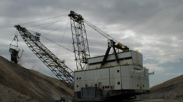 Ursa Major Dragline Excavator in action at black Thunder Mine Write Wyoming