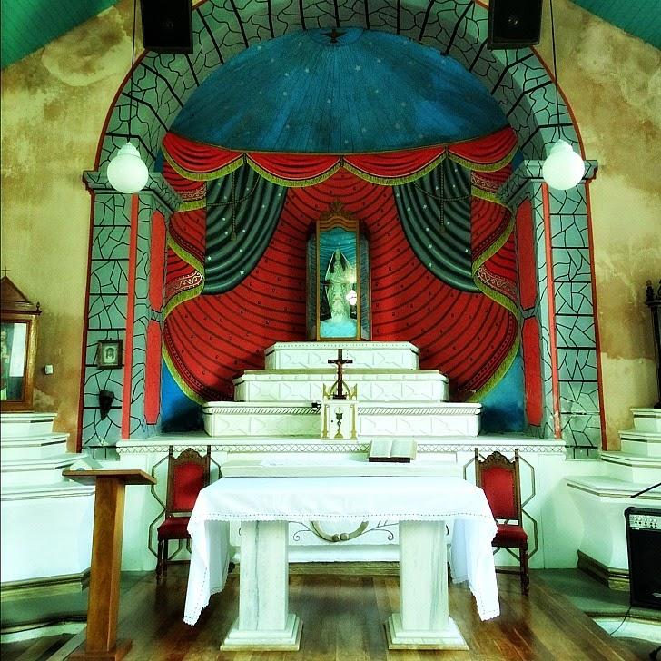 O interior da Capela de Santo Amaro, em Balneário Camboriú