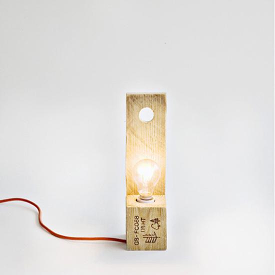 gambar Desain lampu duduk dari pallet bekas
