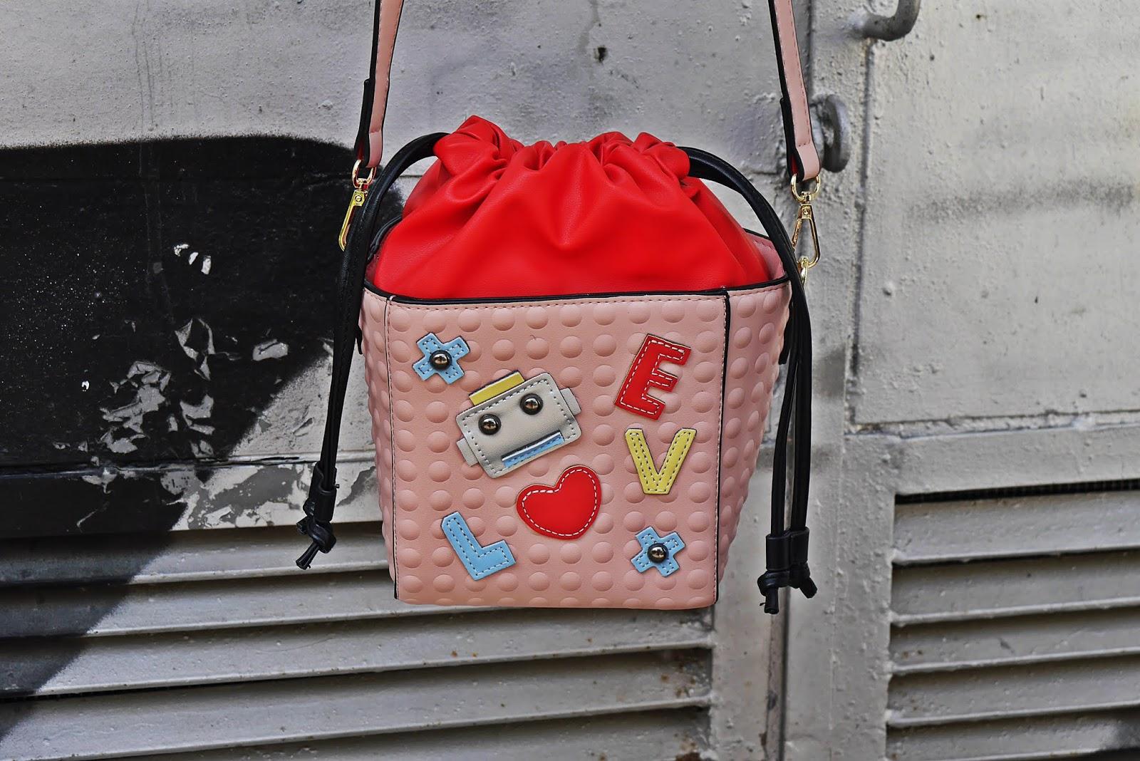 torebka z naszywkami różowo-czerwona kuferek karyn blog modowy