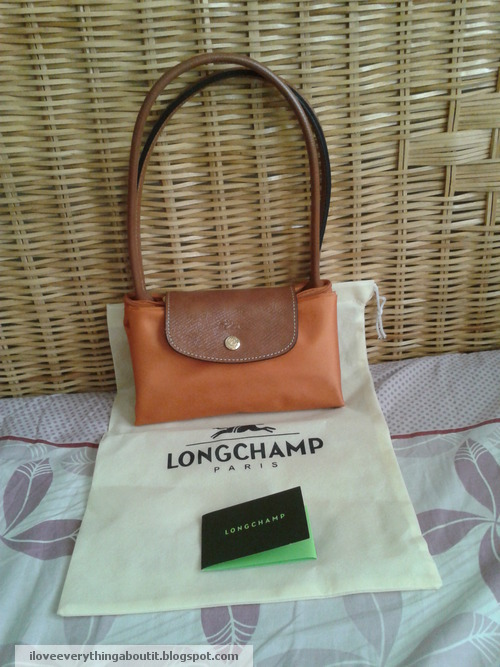 0556925b58 1) Comes with the dust bag, the little card and the Longchamp Le Pliage