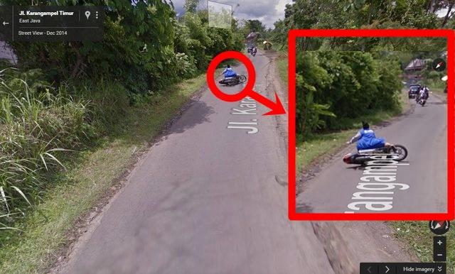 Oh Kasihan, Foto Emak-Emak Naik Motor Jatuh Nyungsep Terekam Kamera Google Streetview