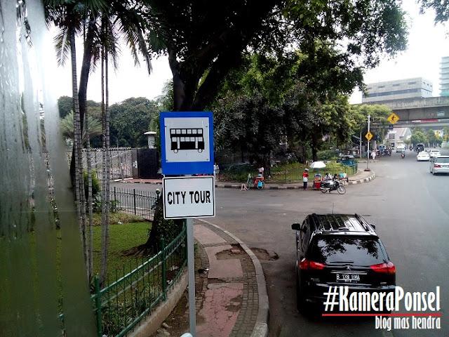 Salah Satu Halte Bus di Masjid Istiqlal - Blog Mas Hendra