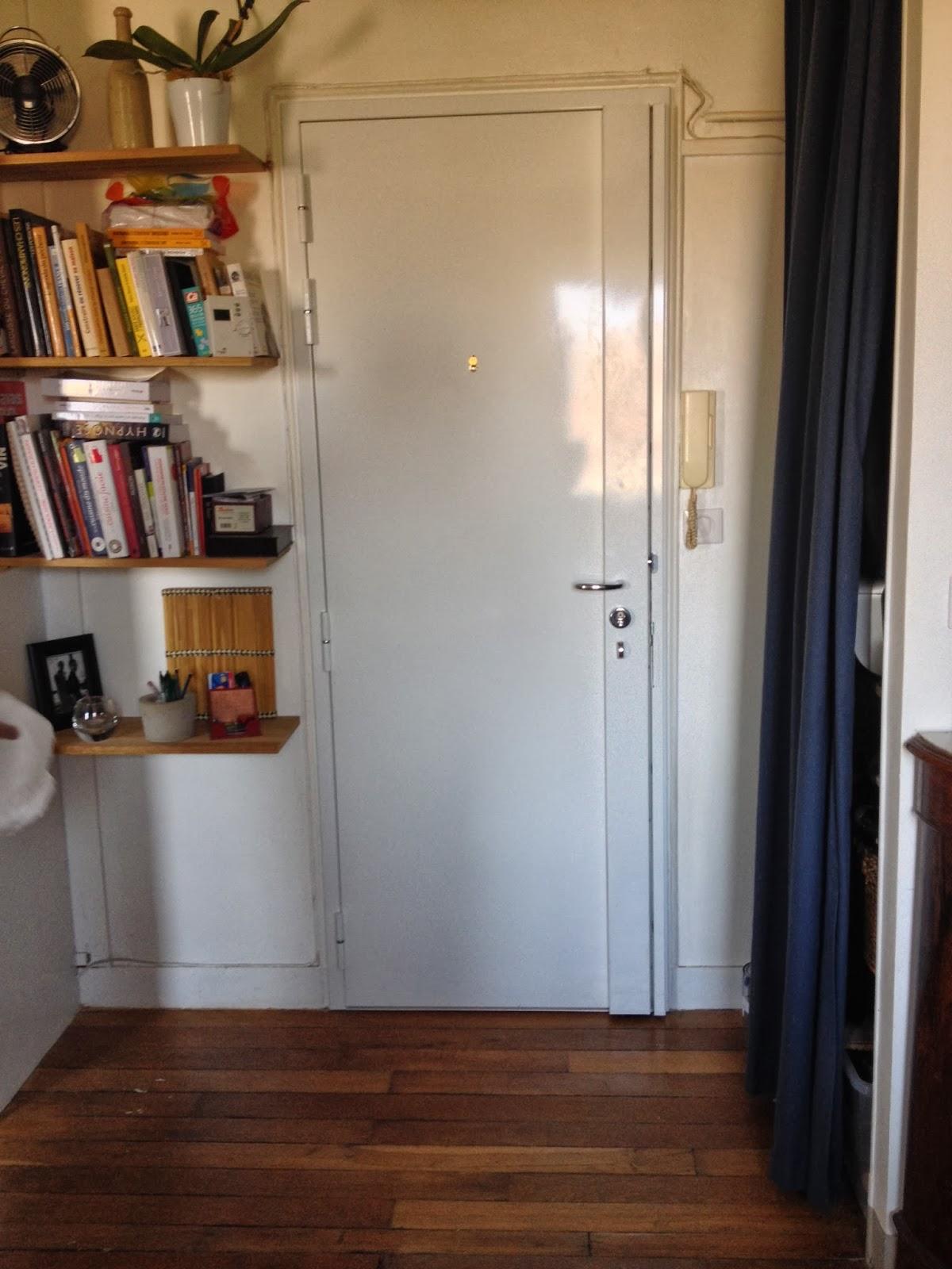 intégration d'une porte blindée dans la décoration d'une entrée