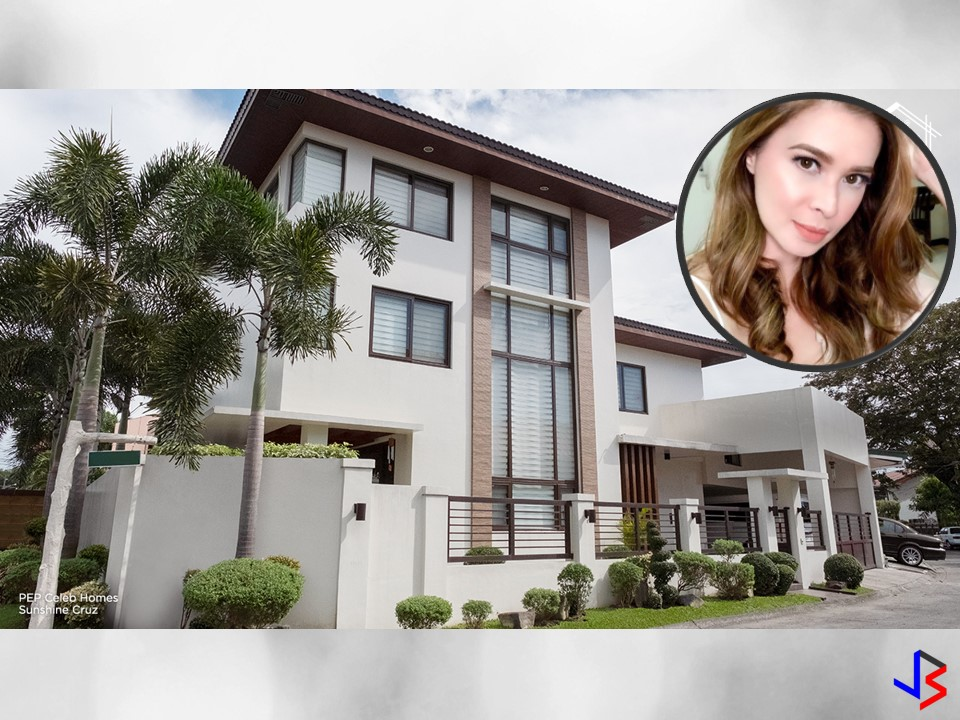 After leaving his Husband Cesar Montano, Sunshine Cruz, together with her three kids rented a house in Quezon City for almost a year.  And On October 20, 2013, she saw this house which she acquired five days later. On April 2, 2014, she moved with her children into their new home.  According to Sunshine, the house situated on over 200 square meter corner lot in a gated neighborhood in Paranaque and the place is exactly right for her.  The 41-years old actress, the house is not too big nor too small for them.  She said she had no big money then but her Mommy Alma lent her money to purchase the million-peso house which until today she is still issuing a check to her mom monthly.   Sunshine added, this is her dream house but admits it is still lacking one thing — bathtub. With this, she is planning a renovation on the third floor to put a bathtub. Take a look at Sunshine's house with the following pictures from Pep.ph.