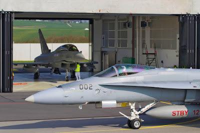 Ersetzt der Eurofighter Typhoon ab 2025 die McDD F/A-18C Hornet?