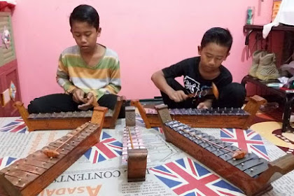 Gamelan Mini (saron) - Let's Learn to Play Traditional Musical Instruments
