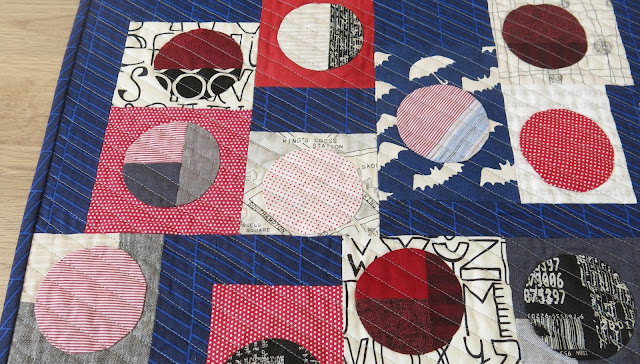 Quilty 365 - Hand applique circles - First quilt finished - Detail