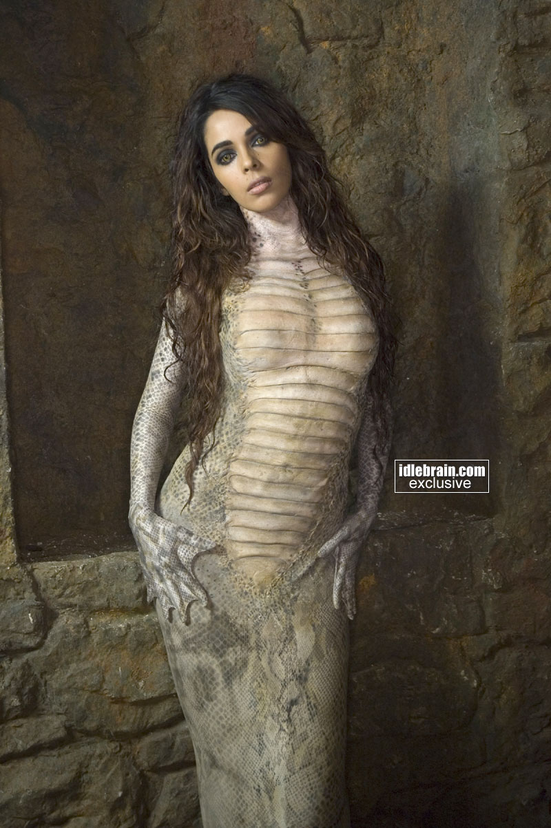 Bollywood Actress Sexy Mallika Sherawat In Hisss-6338