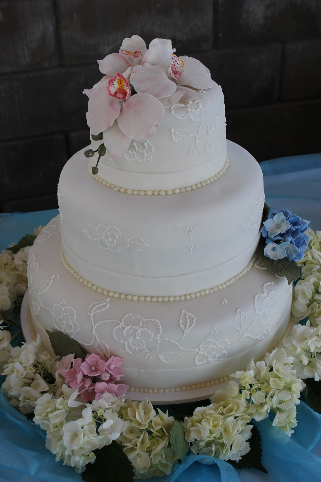 S A Cakes Hydrangea Amp Orchid Wedding Cake