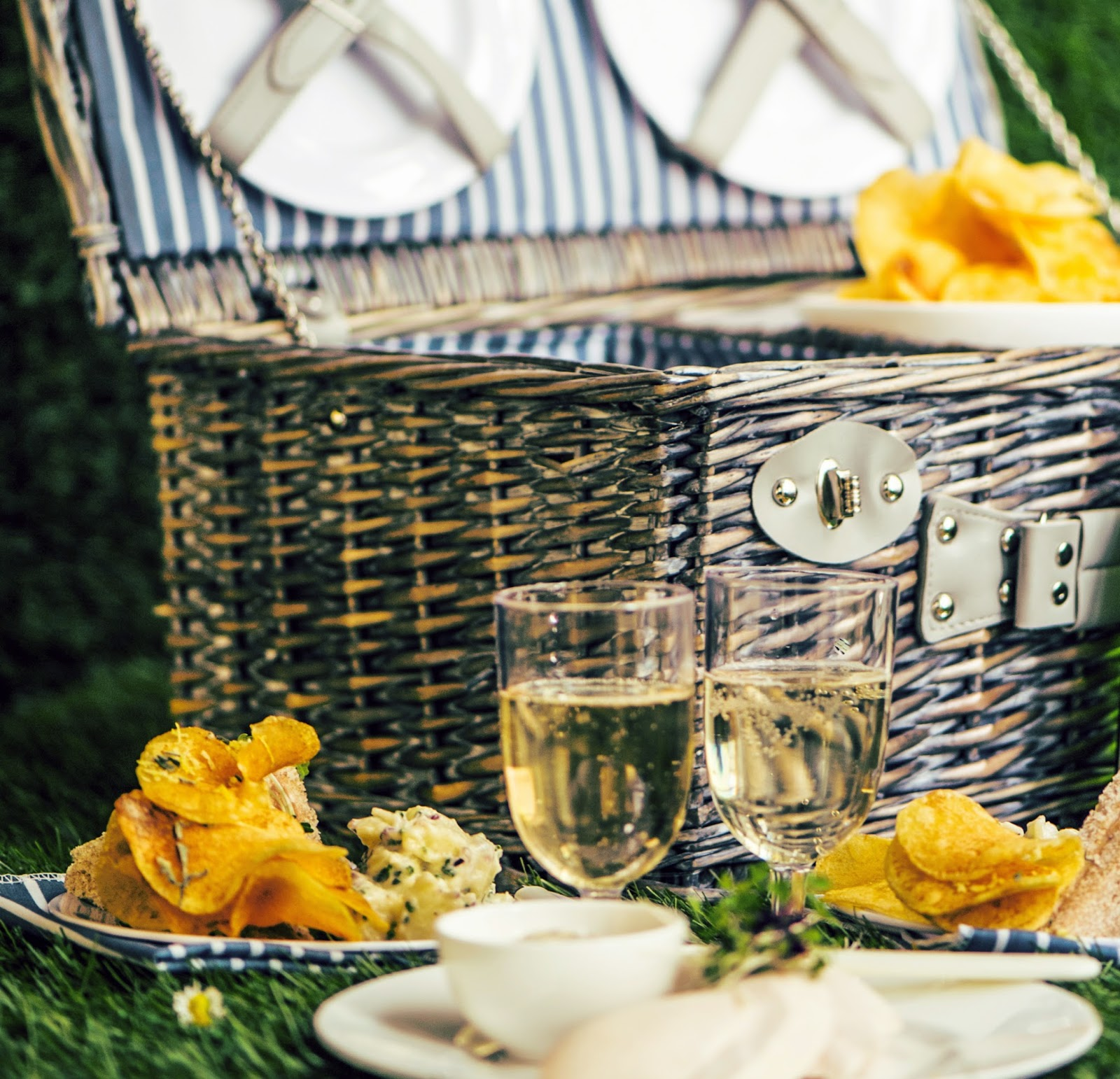 National Picnic Week - Picnic in Style with Posh Hampers at Arch London - stealstylist.com