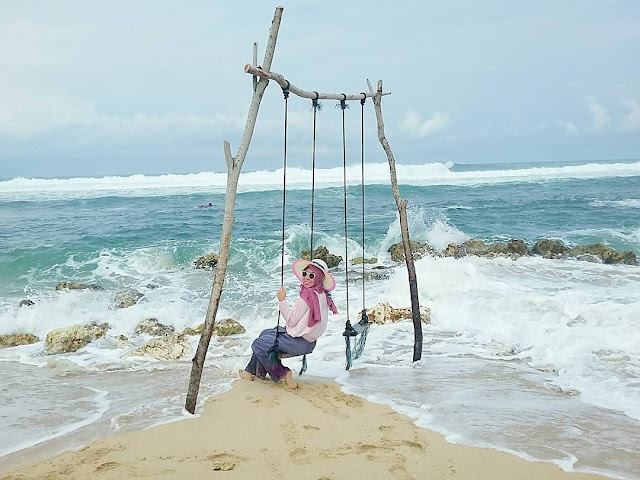 foto keren ayunan pantai sadranan jogja