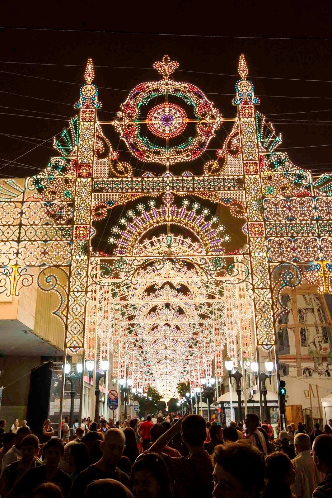 A Galeria de Luz, espetáculo assinado pelo Studio Festi, estúdio criativo  do artista italiano Valério Festi, será apresentada novamente em Curitiba  nos dias ... fc97ef18f5