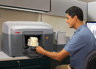 Image of the 3D food printer been used.