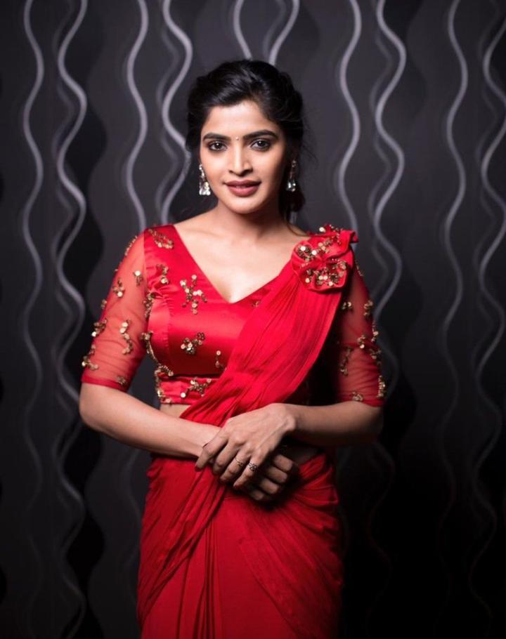 Indian Beauty Queen Sanchita Shetty hot Photoshoot In Red Dress