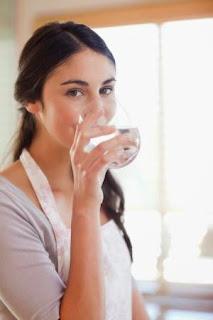 Waktu Paling Tepat Minum Air Putih dan Manfaatnya