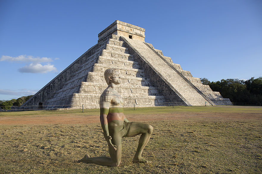 07-Chicen-Itza-Mexico-Trina-Merry-Architecture-meets-Body-Painting-in-Lost-in-Wonder
