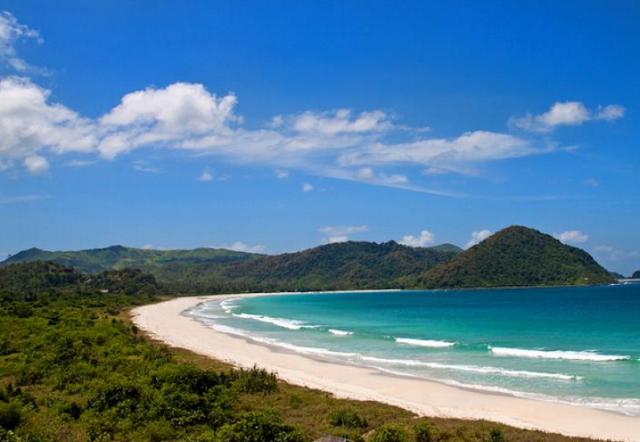 daftar 10 pantai terbaik di indonesia - Pantai Selong Belanak, Lombok