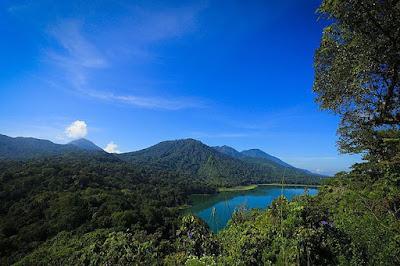 foto danau tamblingan dari desa munduk
