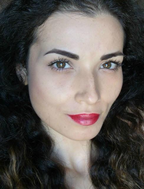 Marc Jacobs beauty, Velvet Noir Major Volume Mascara, review and neutral eye make-up look by Valentina Chirico