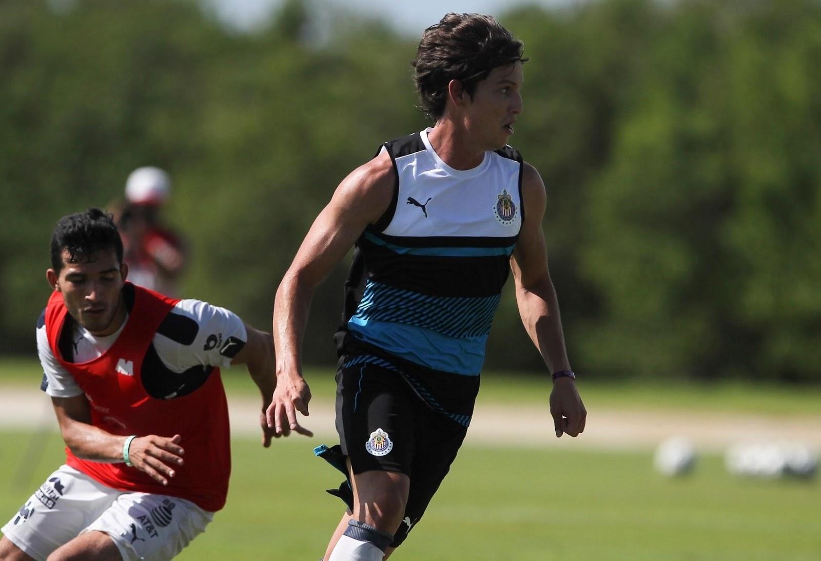 Carlos Fierro en el partido amistoso ante Monterrey.