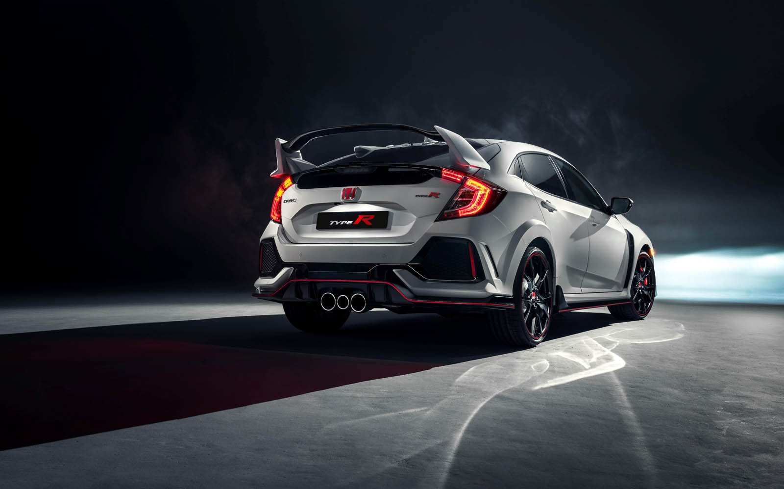 honda 39 s new civic type r is the hot hatch we 39 ve all been waiting for carscoops. Black Bedroom Furniture Sets. Home Design Ideas