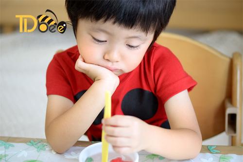sữa ong chúa cho trẻ biếng ăn