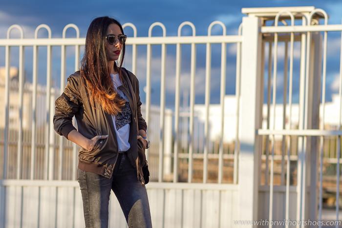 Blogger de Valencia con chaqueta bomber