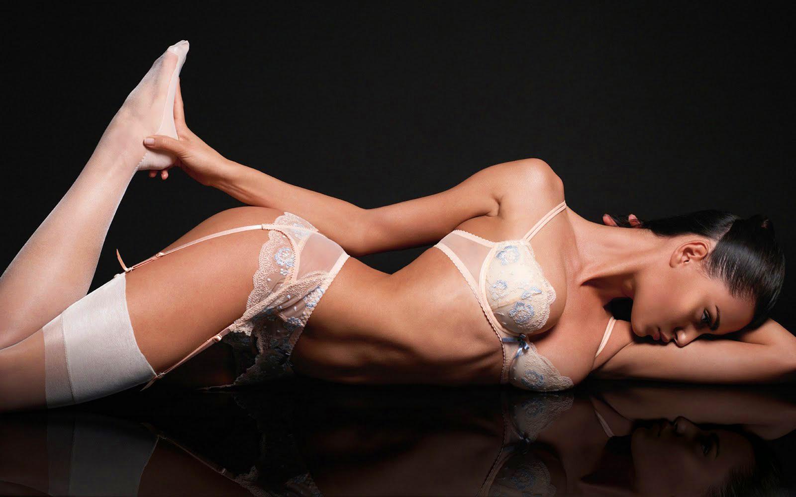 wallpapershdsize: Models Wallpapers - Sexy Models - Under Garments Wallpapers