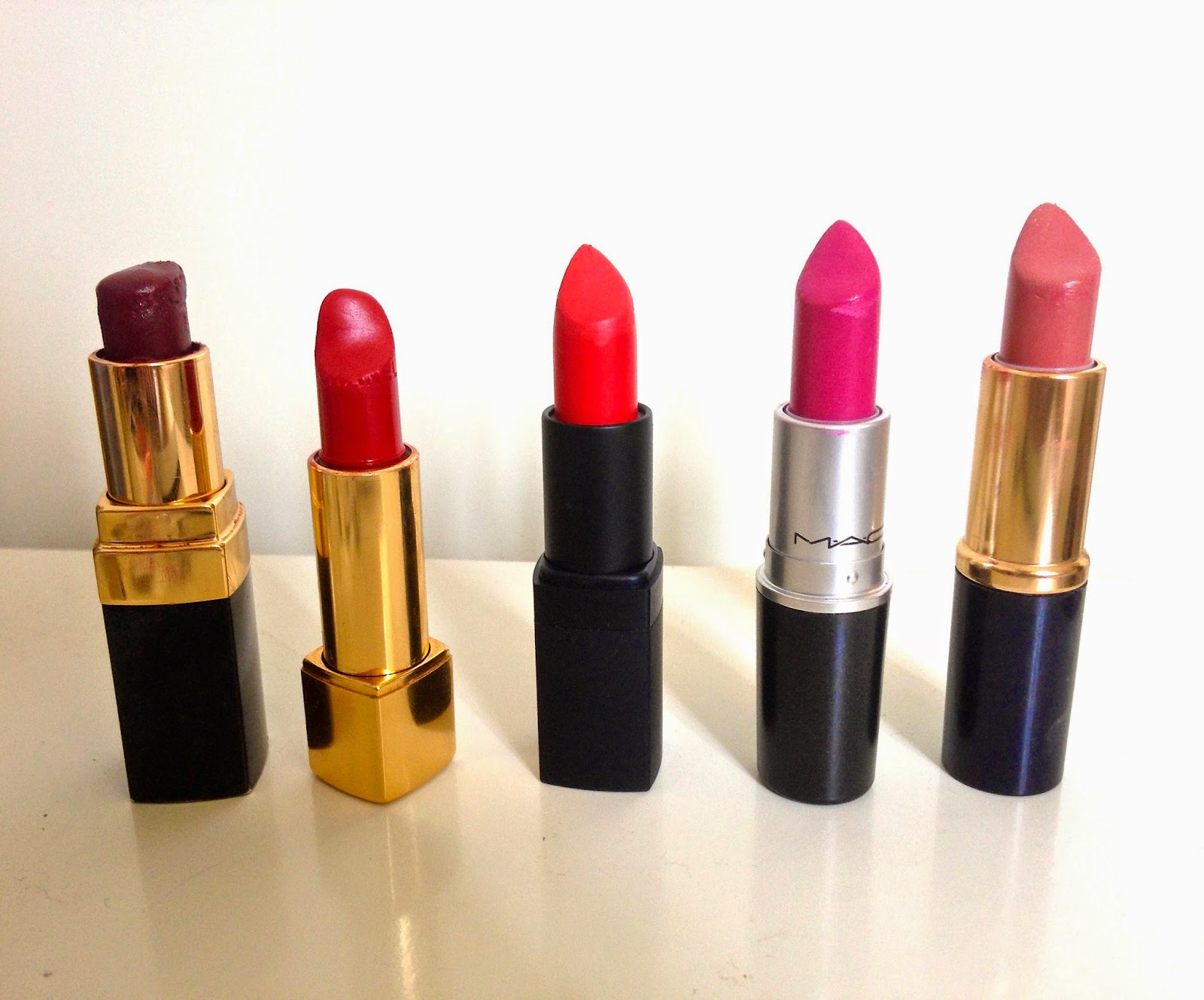 5 lipsticks in berrys, reds, pinks and nudes.