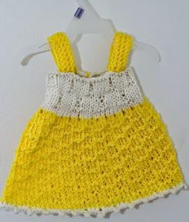 http://translate.google.es/translate?hl=es&sl=en&tl=es&u=http%3A%2F%2Fwww.craftytuts.com%2Fbaby-dress-free-knitting-pattern%2F&sandbox=1