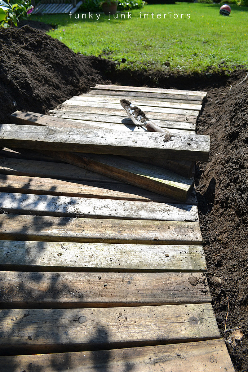 Construction Walk Boards : From dirt to a pallet wood walkway in the gardenfunky junk