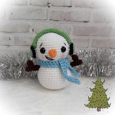 Вязаный снеговик амигуруми