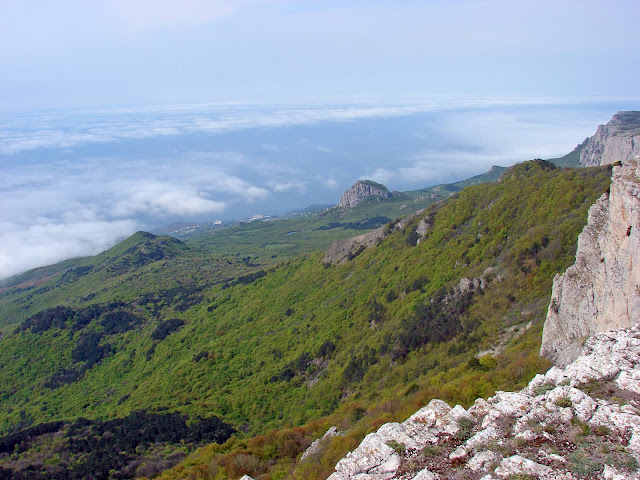 Вид с горы Ат-Баш на Южный берег Крыма