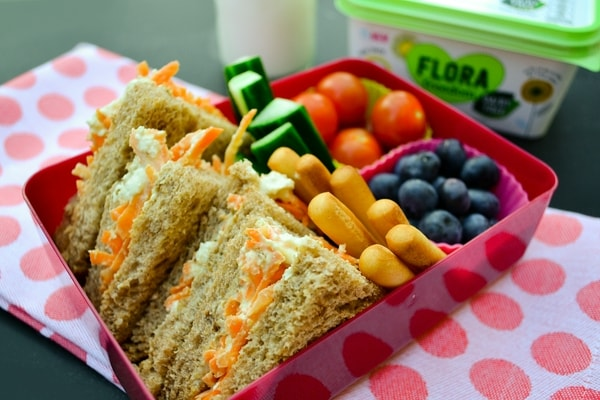 Vegan lunch box for kids. Ideas, tips and one week's lunch box plan.