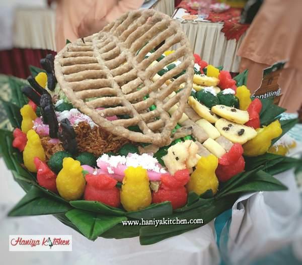 Menghias Aneka Jajan Pasar Dari Bahan Singkong di Tampah