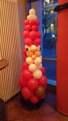Weihnachtsmann aus Luftballons