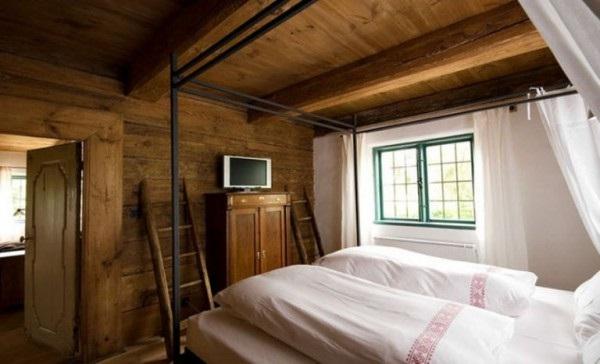 Decora y disena interior casa antigua de madera en polonia - Decoracion casas antiguas ...