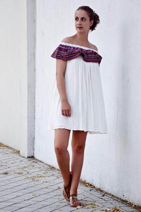 Outfit-Vestido-Blanco-volante-rayas-4