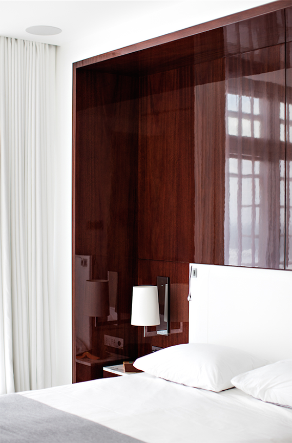 High gloss wooden bed nook | Design by Frederic Berthier. Photo by Benoit Linero