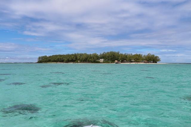 Visión de Ile des Deux Cocos desde el parque marino de Blue Bay