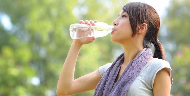 Kapan Saat Yang Tepat Minum Air Panas Atau Air Dingin?
