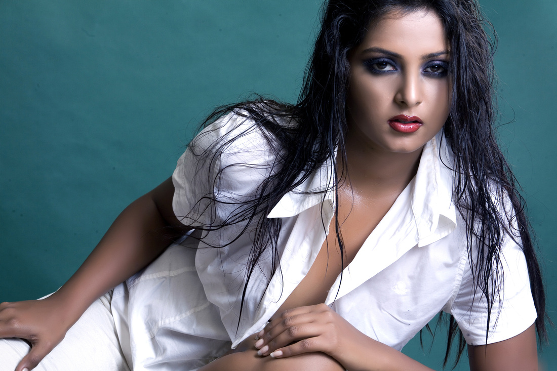Anjana Singh Hot Photo in White Dress